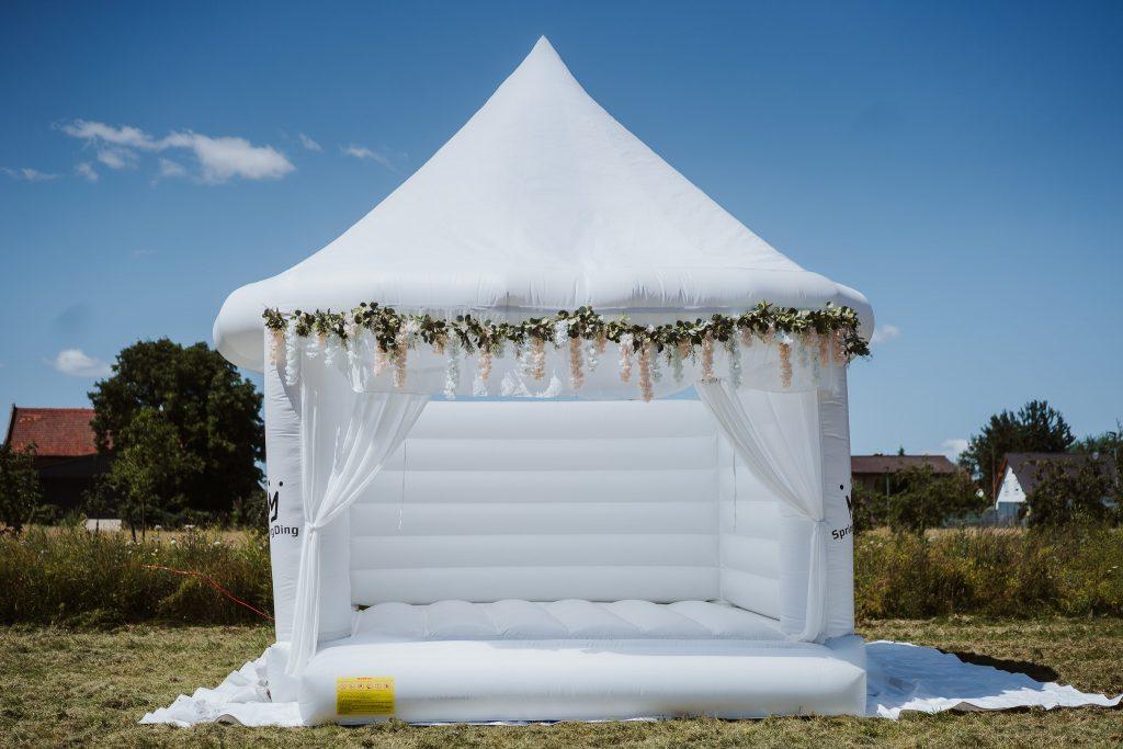 White Wedding Bouncer, Hochzeitshüpfburg, SpringDing GbR